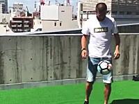 FCバルセロナのジェラール・ピケが東京でやらかす。有名人でも許されないだろこれ。