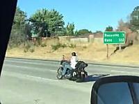 痛ってえ(°_°)バイクってこんなこけ方するんだな。ワイルドバイカーが激痛い事に。