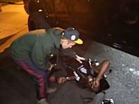 ジャスティン・ビーバー(23)さんがパパラッチをはねてしまう。事故の瞬間。