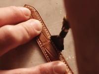 ハンドメイド職人のお仕事拝見動画。アリゲーターの時計ベルトを作る。
