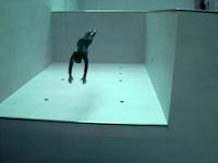 世界一深いプールに潜る一回の呼吸で潜るビデオ。「ザ・ディープ・ジョイ」