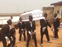 世界の葬儀。ガーナのお葬式が賑やかぎるwww棺を担いだまま軽快にダンス。