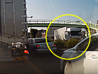「生きてないと思う」さいたま市大宮で撮影されたトラックの左折巻き込み事故がグロかもしれない。