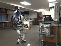 引っかかって失敗してあーっ!とパニックになるロボットの映像が話題にwww