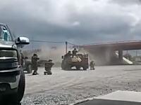逃走した麻薬カルテルの容疑者を追い詰めてフルボッコにするメキシコ軍の映像がはんぱない。