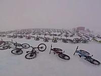 過酷すぎる自転車レース「マウンテン・オブ・ヘル2017」のヘルメットカム映像。