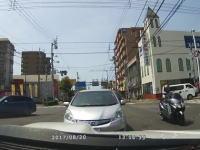 こんなに謎い高齢者の運転。もう運転しちゃダメだろというおじいちゃんが愛媛で撮影される。