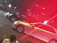 お巡りさんGJ動画。パトカーが暴走族に体当たりしてそのまま捕獲!