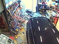 アクセルとブレーキを5回も6回も踏み間違えた77歳がガソリンスタンドを破壊。