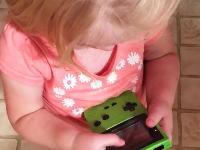 今時のお子様にゲームボーイを与えてみるとこうなる動画が人気に。
