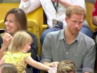 ヘンリー王子のポップコーンを盗みまくる幼女のビデオが大人気にwww