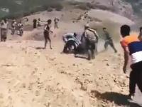 クマに襲われるペシュメルガ兵のビデオ。襲われてる人の叫び声が怖い。