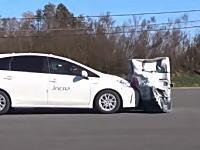 なんで世界のトヨタは自動ブレーキ性能こんなに糞なの?(´・_・`)プリウスα