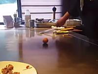 中国の料理人の生卵を使ったパフォーマンスが凄いと話題になっているビデオ。