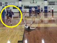 ジャンプ力w(゚o゚)w高校女子バレーボールで魅せた12番のスーパーセーブがカッコイイ。