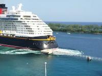 【夢の事故】ディズニーのクルーズ客船がバハマのナッソー北の港で事故った動画。