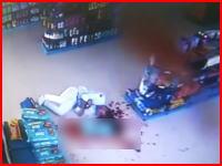 統失患者による逆恨み殺人の映像。薬を売ってくれなかった薬局の店主を射殺。