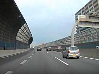 これはどっちが悪い?京葉道の合流車線で鬼加速したシルビアと車変車がギリギリ危ないドラレコ。