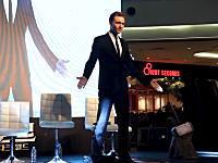 トム・ヒドルストン(ロキ様)のダンスがカッコヨスギワロタと人気になっている動画。
