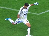 メキシコのサッカーでキーパーが一人で恐ろしい怪我を負う。踏み込んだ軸足が(°_°)