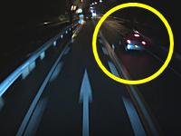 うそだろ?www無理すぎる追い越しを仕掛けた軽自動車のビデオ(´・_・`)