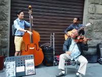 音楽の才能って素敵だな。フィレンツェのストリートミュージシャンに参加した韓国人のビデオが人気に。
