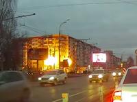 【ロシア】ガス爆発によりアパートが崩壊する瞬間がドラレコに映る。6人死亡。