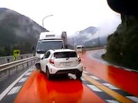 これは避けられない。岐阜県で運送会社のトラックが対向車線に突撃ドラレコ。