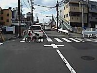ドライブレコーダー。子供の飛び出しがヒヤット2連発。横断歩道のはどうなのこれ。