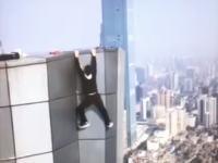 高所でガクブル動画を撮影中に落下して亡くなった男性の映像が公開される。