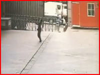11階から落下した女性を受け止めて亡くなった警備員の映像が公開される。