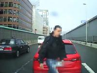 クラクションはトラブルの元。新御堂筋でアウディとトラブルになって追突した車載。