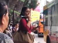 フェイシャルフィットネス「パオ」を公共の場で使ってるお姉ちゃんがいた動画www
