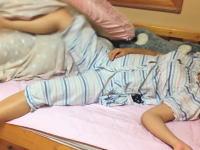 子宮頸がんワクチンの副作用が怖すぎる(((゚Д゚)))意思とは無関係に暴れてしまう少女の映像。