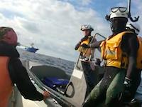 頑張れ海上保安庁。辺野古抗議船に体当たりして止めるGJ動画が公開される。