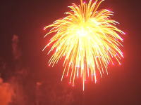 アラブで日本の記録を軽く打ち破る世界最大の花火が打ち上げられる。