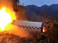 中国動画。長征3号Bのロケットブースターらしきものが農村に落下して爆発。