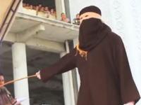 イスラム法で禁じられた酒類を販売したキリスト教徒が公開むち打ちの刑に。インドネシア。