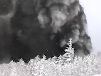 リフトの真横で噴火。スキー客が撮影した噴火の瞬間がヤバイ。草津白根山