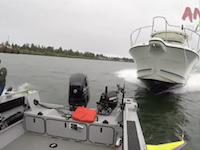 船の事故。スマホ運転のボートに突っ込まれた釣り船の映像がクッソ怖い。