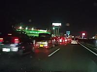 福岡県の国道3号線に発生したこの超渋滞の原因が・・・。見えてるだけで39台も。