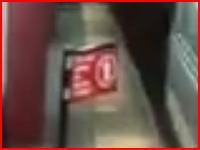 不運な死亡事故。安全ゲートに弾かれた男性が地下鉄に連れ去られる事故。