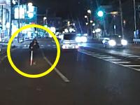 運ちゃんGJ。白杖をついて車道に飛び出してきた視覚障害者を助けた動画。