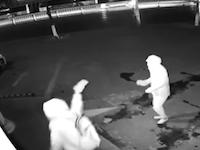 これはさすがにワロタwww中国で世界一まぬけな強盗が撮影されるwww
