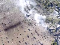 壁ごと吹き飛ばす戦車の攻撃力。シリアで撮影された戦車vs民兵の戦い。