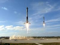スペースXがファルコンヘビーロケットでテスラロードスターを宇宙に投入してしまう。