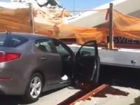 フロリダで完成直後の歩道橋が崩壊して8台の車が下敷きに。複数の死者も。