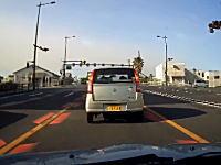 「クソが。」と加害者がご立腹な車間距離が足りない事故のドライブレコーダー。