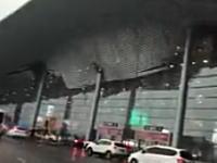 中国。風速30mの強風で南昌昌北国際空港の屋根が崩壊。その瞬間の映像。