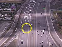 ほのぼのでスリリング。逃走したワンちゃんのせいでハイウェイが大渋滞に。アリゾナ。